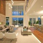 Зонирование большой комнаты с помощью мебели и освещения