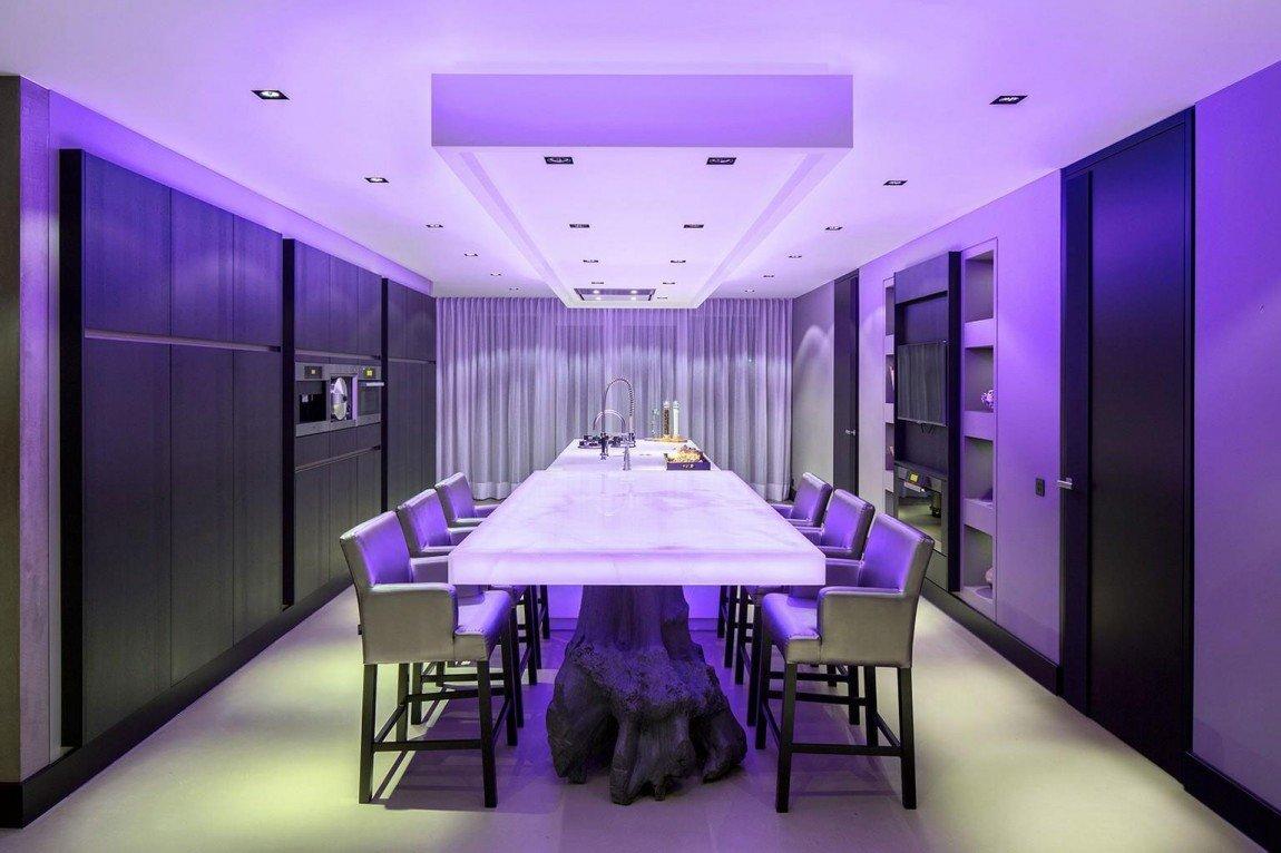 Фиолетовая подсветка в кухне