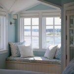 Бело-голубые тона в интерьере комнаты