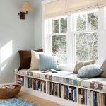 Хранение книг под подоконником-диваном