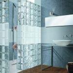 Стеклянные блоки в дизайне ванной