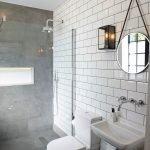 Круглое зеркало в интерьере ванной