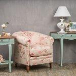 Кресло в интерьере в стиле прованс