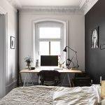 Спальня с кабинетом у окна