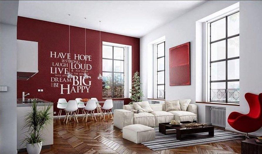 На красной стене белые надписи