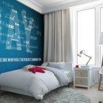 Белые буквы на синей стене