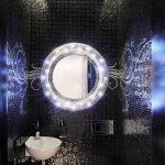 Зеркало с подсветкой в дизайне туалета