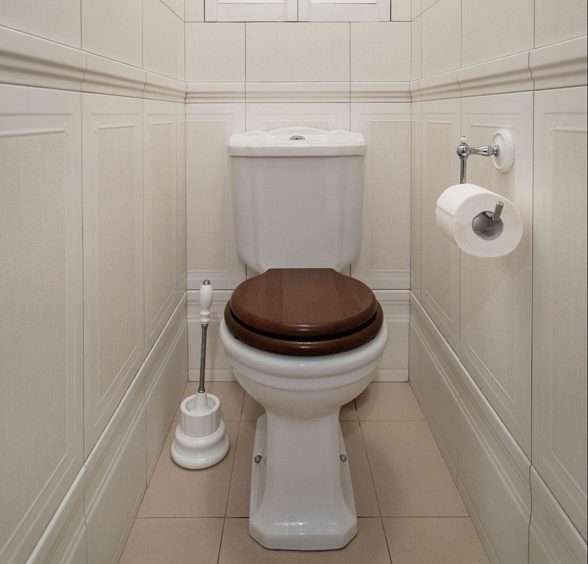 Белая плитка в туалете