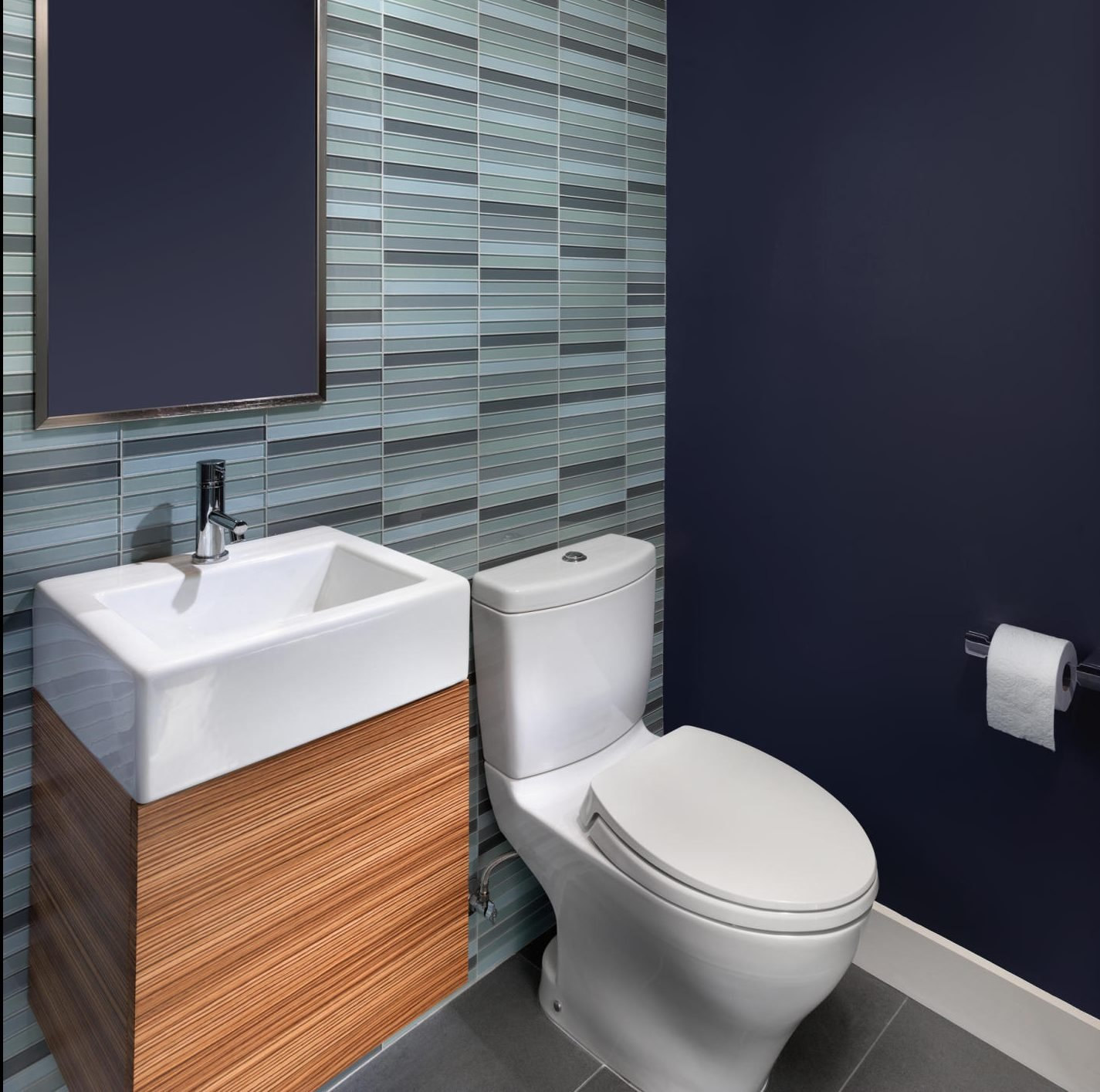Gray and blue in toilet design