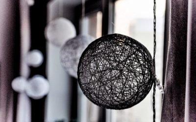 Красивый декор из ниток: делаем шары своими руками