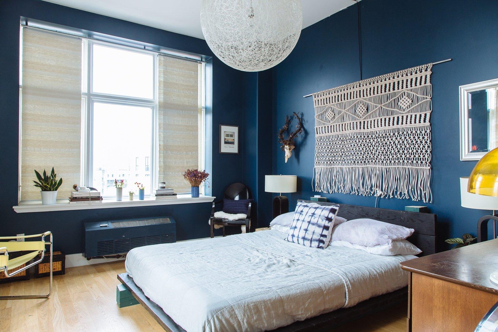синяя спальня 75 примеров дизайна интерьера на фото