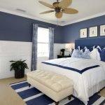 Синее изголовье кровати