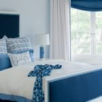 Синяя кровать и шторы