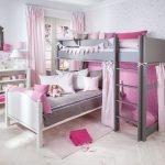 Флажки на кровати