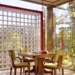 Стеклянные стены в столовой