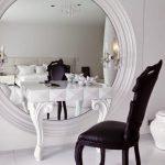 Черный стул белый столик