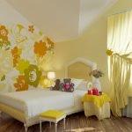 Золотые тона в интерьере спальни для девочки