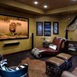 Телевизор на потолке в гостиной