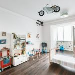 Мотоцикл и самолет под потолком