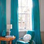 Кресло-качалка у окна
