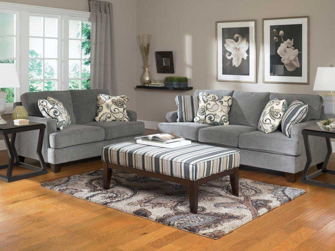 Нейтральный диван в интерьере