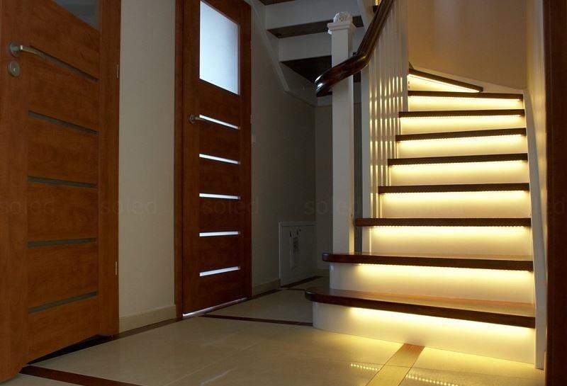 Подсветка на каждой ступеньке