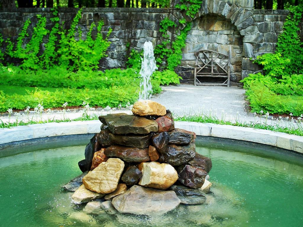 Декоративные фонтаны для дачи