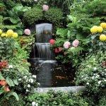 Водопад и цветы