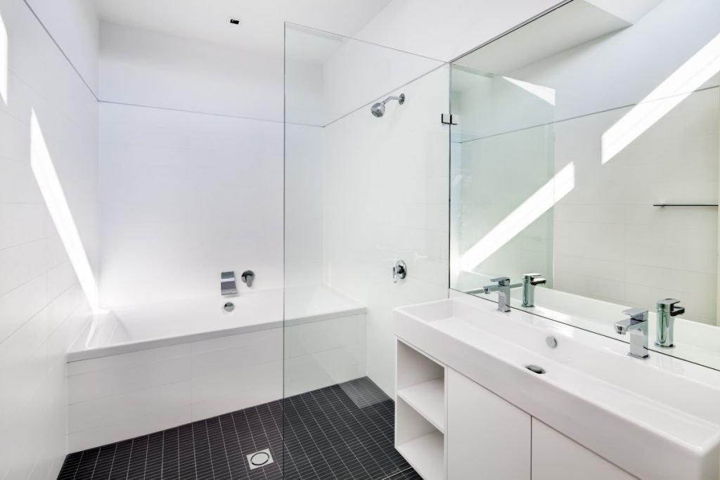 Оформление ванной в белом цвете