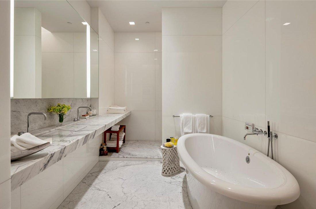 Уход за белой плиткой в ванной