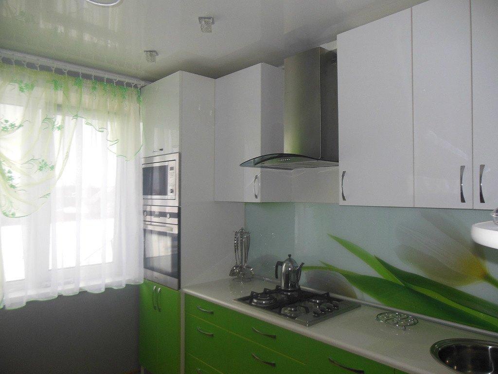 Кухня 2 на 3 в светлых тонах