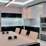 Короб в углу кухни в стиле минимализм
