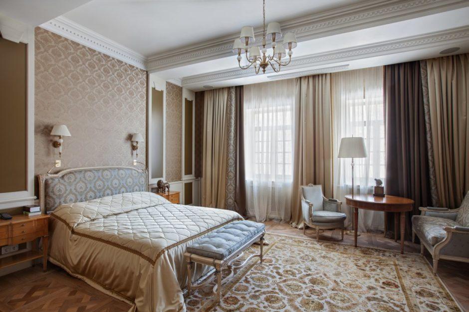 Спальня с двумя окнами с зонами для сна и отдыха