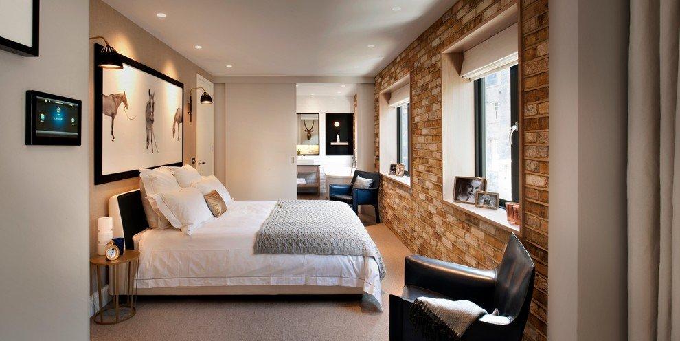Спальня с двумя окнами в стиле модерн