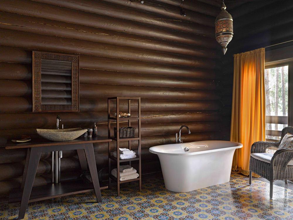 Ванна в стиле модерн в деревянном доме