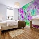 Яркие фотообои в спальне