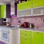 Кухня в зелено-фиолетовых цветах