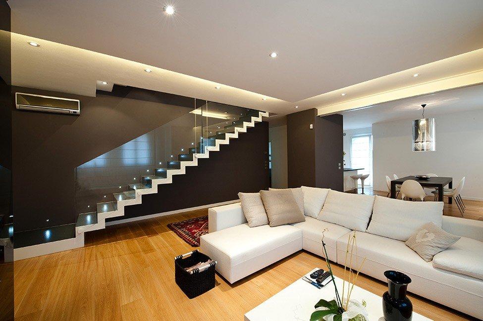 Расположение лестницы в гостиной