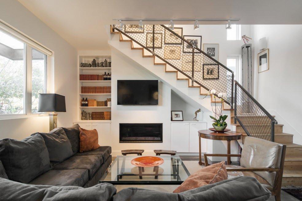 Обустройство пространства под лестницей в гостиной
