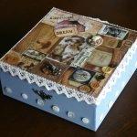 Голубая коробка, декорированная кружевом