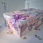 Оформление коробки с помощью декупажа и атласной ленты
