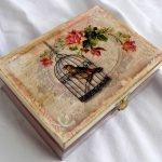 Декупаж коробки с изображением птицы в клетке
