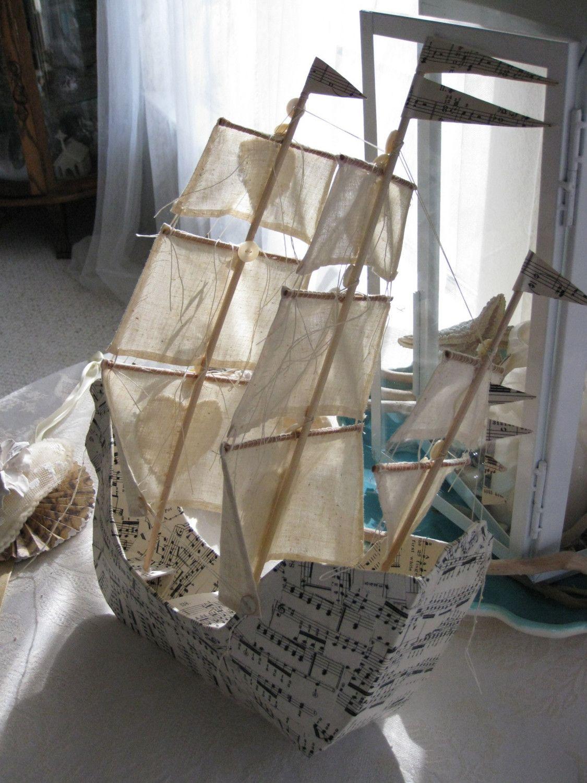Кораблик из музыкальных листов