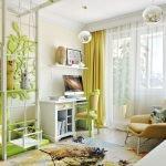 Зеленые шторы в комнате для подростка