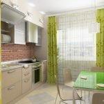 Зеленые шторы на окне в кухне
