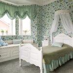 Зеленые шторы в спальне для девочки