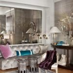 Оригинальные столики у дивана