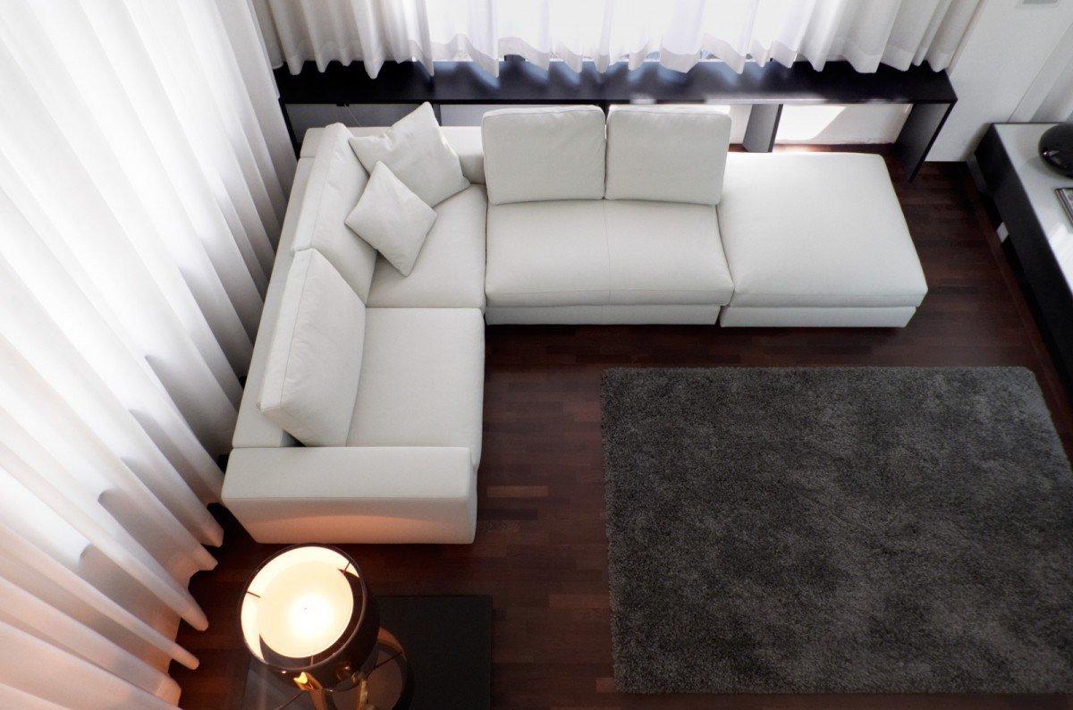 Белый шторы в гостиной