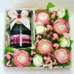 Коробка с цветами, конфетами и шампанским