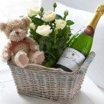 Шампанское, мишка и цветы в подарочной корзине